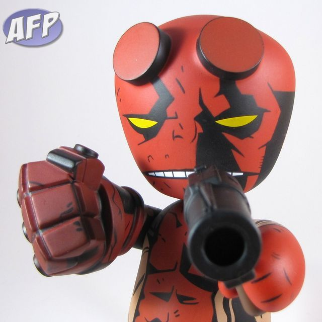 Mezco Mez-Itz - Comic Book Hellboy will shoot you in the face!