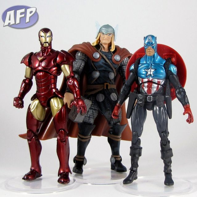 Marvel Universe 2010 Wave 2 - Iron Man and Thor with Gigantic Battles Captain America (1023x1024).jpg