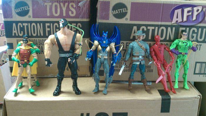 DC Universe Classics 16 - group 1 (1280x720).jpg