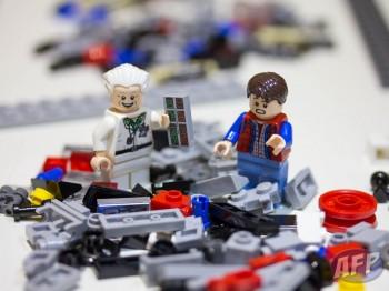 Lego Back to the Future DeLorean Time Machine (5 of 14)