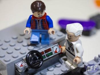 Lego Back to the Future DeLorean Time Machine (6 of 14)