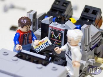 Lego Back to the Future DeLorean Time Machine (7 of 14)