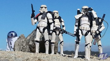 Sandtroopers-with-R2-D2