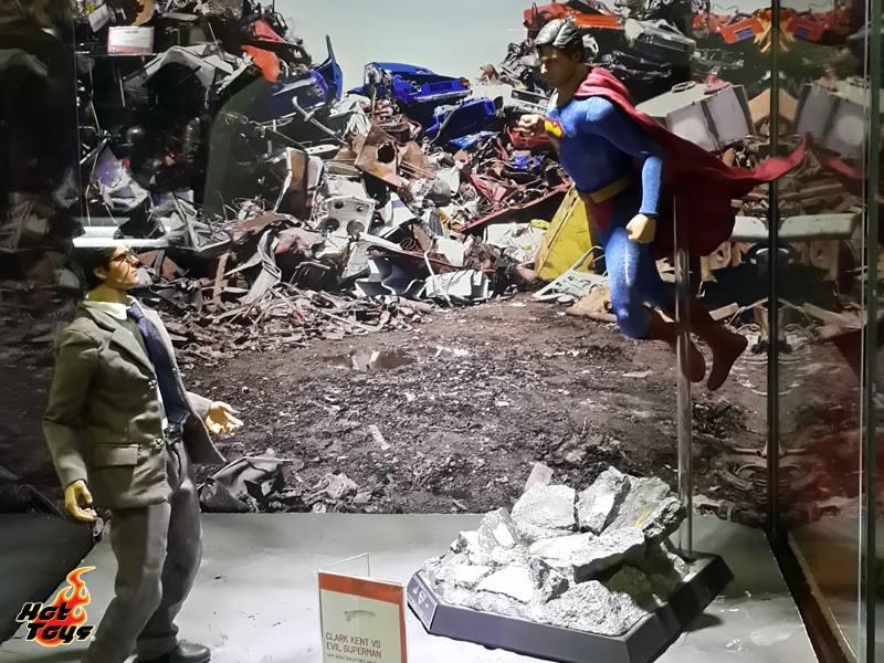 Hot Toys Clark Kent vs Evil Superman