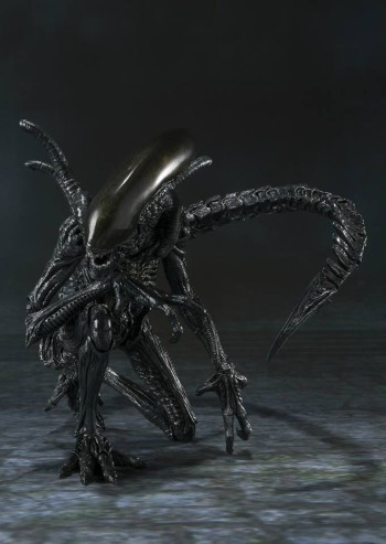 S.H. MonsterArts AVP Alien Warrior Hi-Res 02